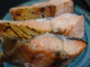 新巻鮭もテツが切り身にして食べました