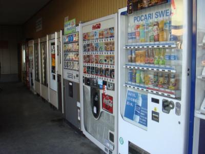 自動販売機がずらりと並びます