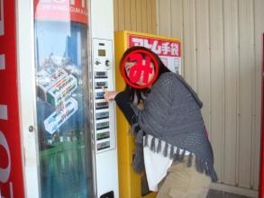 ガムや、なぜか手袋の自動販売機まで・・・。
