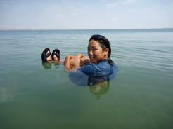 8jun2010 死海に浮く3