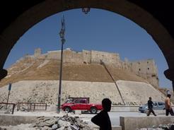 14jun2010 スークを抜けると目の前に巨大な城