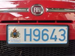 5jul2010 サンマリノのナンバー 車はチンクエチェント