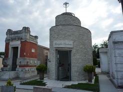 7jul2010 チェゼナティコの墓地にあるパンちゃんのお墓