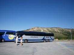 16jul2010 巨大なスペインのバス サラゴサを過ぎた休憩ポイント