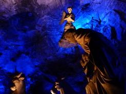 4aug2010 岩塩でできたキリスト誕生のモニュメント