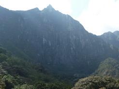 25sep2010 マチュピチュ山の大岩壁