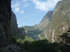 25sep2010 下から見るマチュピチュ 左の山がワイナピチュ