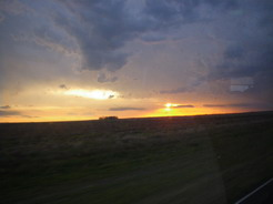 29oct2010 バスの車窓から見る夕焼け パラグアイとの国境付近にて