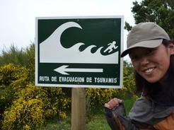 16nov2010 島にある津波だ逃げろ!の看板