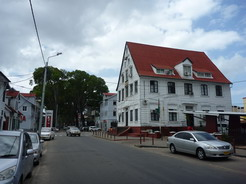 17jan2011 白壁の木造家屋が美しいパラマリボの町