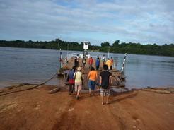 19jan2011 途中、筏で川を渡る