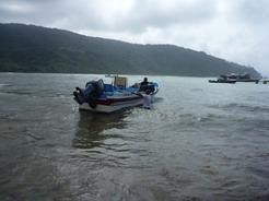 3feb2011 浅瀬に飛び込んでプエルト・オバルディアに上陸!