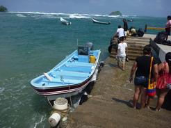 3feb2011 プエルト・オバルディアへ渡るボートはさらに小さい