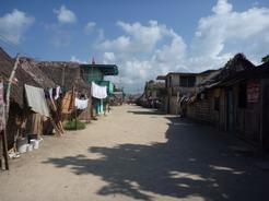 11feb2011 停泊した島のメイン・ストリート