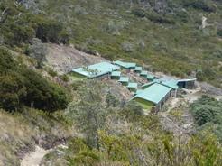 4mar2011 標高3393mにあるクレストネス小屋