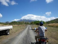 14mar2011 気持ちのいい天気 正面はコンセプシオン火山