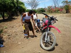 14mar2011 自転車屋のおっちゃんに救助要請