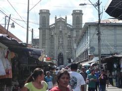 19mar2011 唐突に教会が現れた