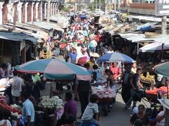 19mar2011 市場の賑わい