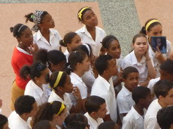 31mar2011 革命博物館を見学中の中学生