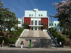 4apr2011 キューバの病院はどこも立派
