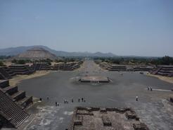 20may2011 月のピラミッドからの眺め