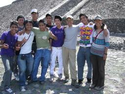20may2011 テオティワカンでメキシコ人たちと