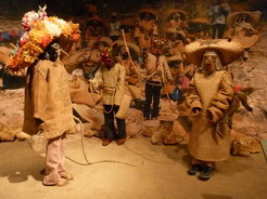 22may2011 2Fは今現在の部族の暮らしを紹介している