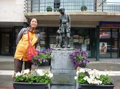 23jun2011 オーボーケンにあるネロとパトラッシュの銅像・・・ちっちゃい