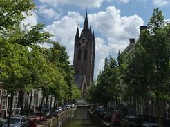 24jun2011 旧教会の塔は傾いている