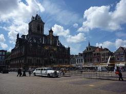 24jun2011 その対面にある市庁舎