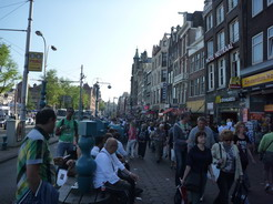 26jun2011 特に駅近くの通りは凄まじい人ごみ