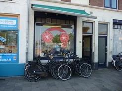 28jun2011 こういうちっちゃな自転車屋もたくさんある