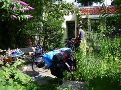 5jul2011 中庭で荷物を積んでみるの図