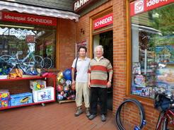 18jul2011 タイヤを買った町の自転車屋