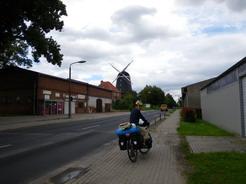 24jul2011 ドイツにもけっこう風車がある