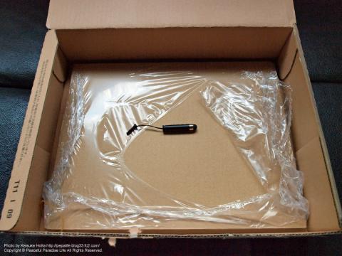 スタイラスペンとアマゾンの箱