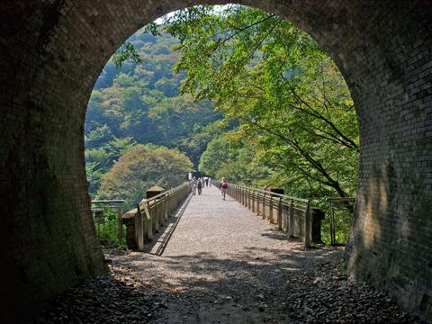 トンネルからめがね橋を望む