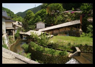 登り窯と水路