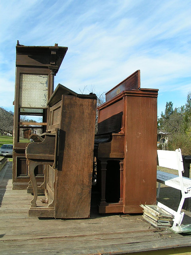 two_old_pianos.jpg