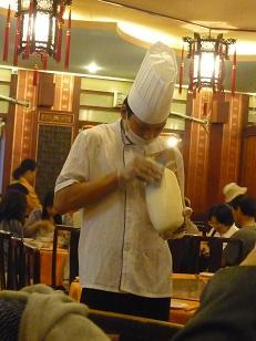刀削麺実演