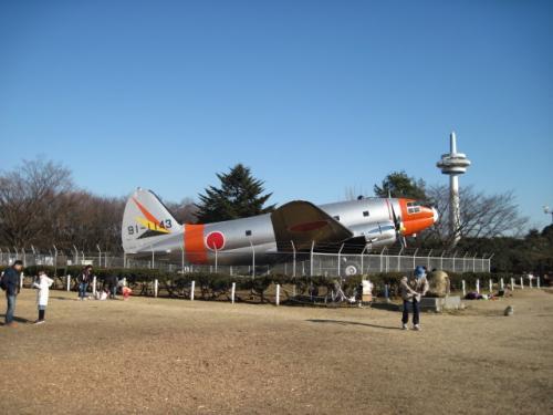 航空発祥の地の石碑の前