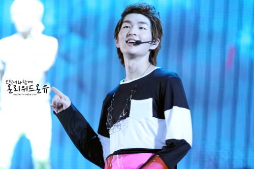 110820-onew1.png