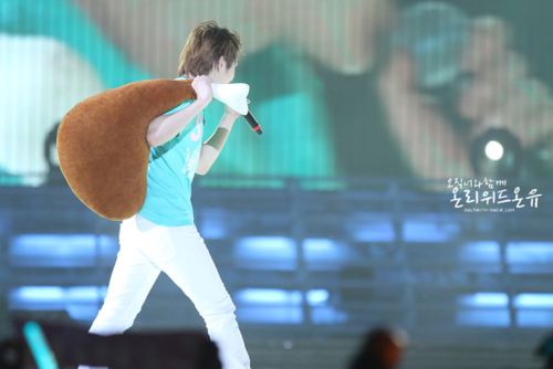 110820-onew17.png