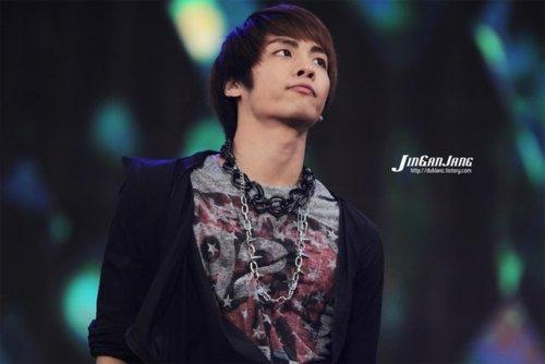 110908-jonghyun4.jpg