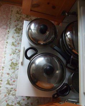下段は鍋類