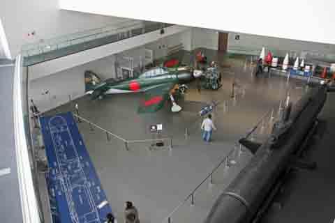 大和ミュージアムの零戦と特殊潜行艇.jpg