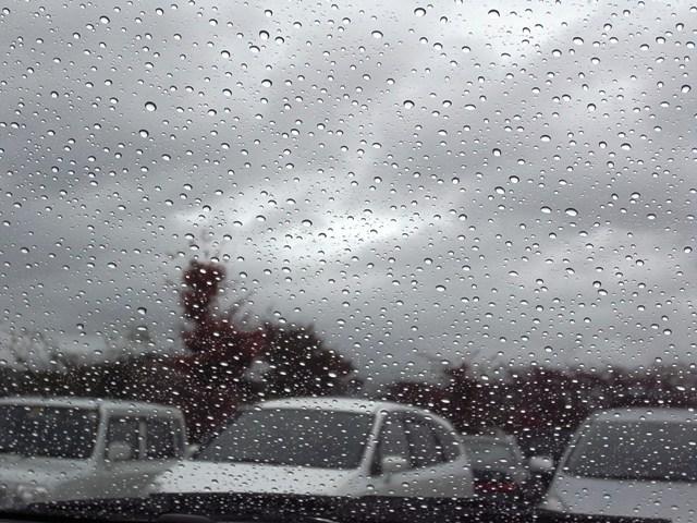 雨フロントガラス