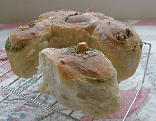 抹茶&くるみパン