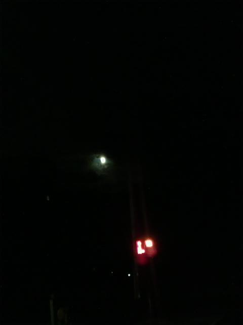 赤信号と朧月